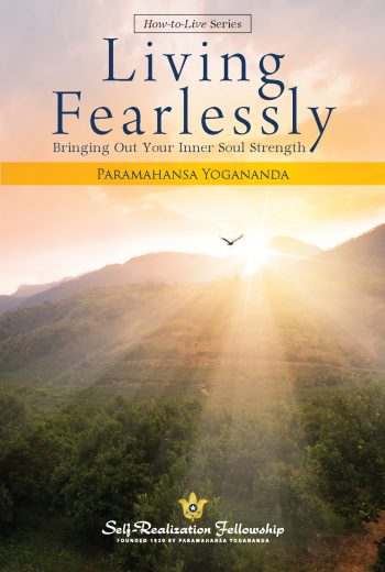 Living Fearlessly_Pb_Cvr_1718_J5980.indd